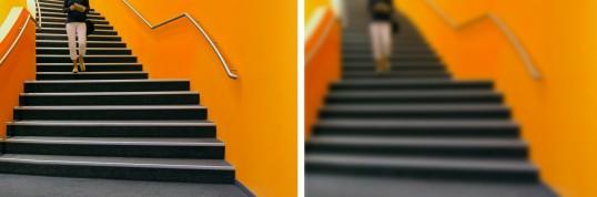 Frau geht die Treppe runter, linkes Bild scharfe Sicht, rechtes Bild unscharfe Sicht