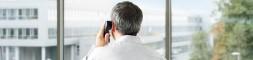 ein Unternehmer telefoniert, © Stephan Floß, DGUV