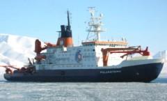 Forschungsschiff Polarstern im Eismeer