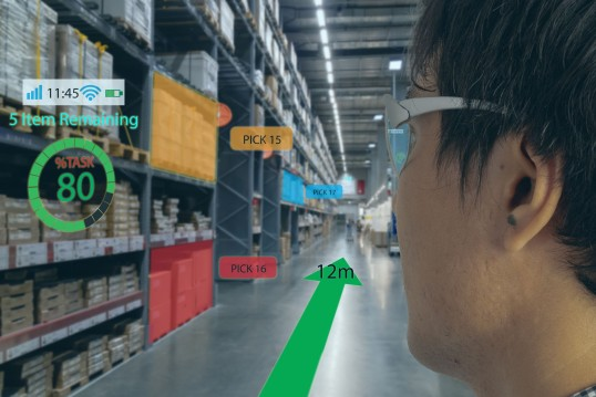 Photomontage: Head with data glasses looks into a large warehouse; information on the next picks is superimposed.