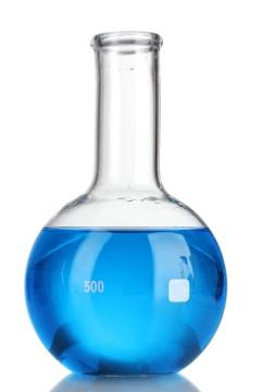 Blaue Flüssigkeit in Glaskolben