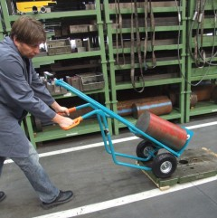 Employee testing a hand-operated industrial truck
