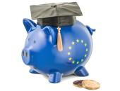 Sparschwein mit EU-Logo und Doktorhut