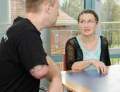Gespräche zwischen einer Beraterin und einem Patienten