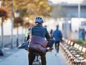 Fahrradfahrer auf dem Weg zur Arbeit