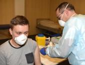 Mitarbeiter während der Impfung