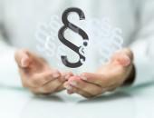 Symbolbild: Arzt und Paragraphen