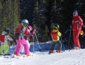 Foto: Schüler in der Skifreizeit (© Catherine CLAVERY - stock.adobe.com)