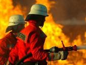 Arbeit bei Feuer und Sommerhitze