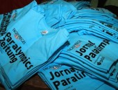 Foto von T-Shirts mit dem Paralympics Logo