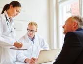 Foto: Sprechstunde: Patient, Arzt und Ärztin